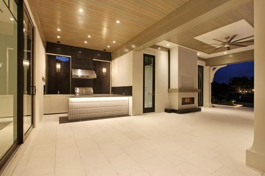 15 must have houston luxury homes amenities for Small home builders houston